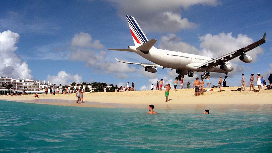 plane-landing-maho-beach-9